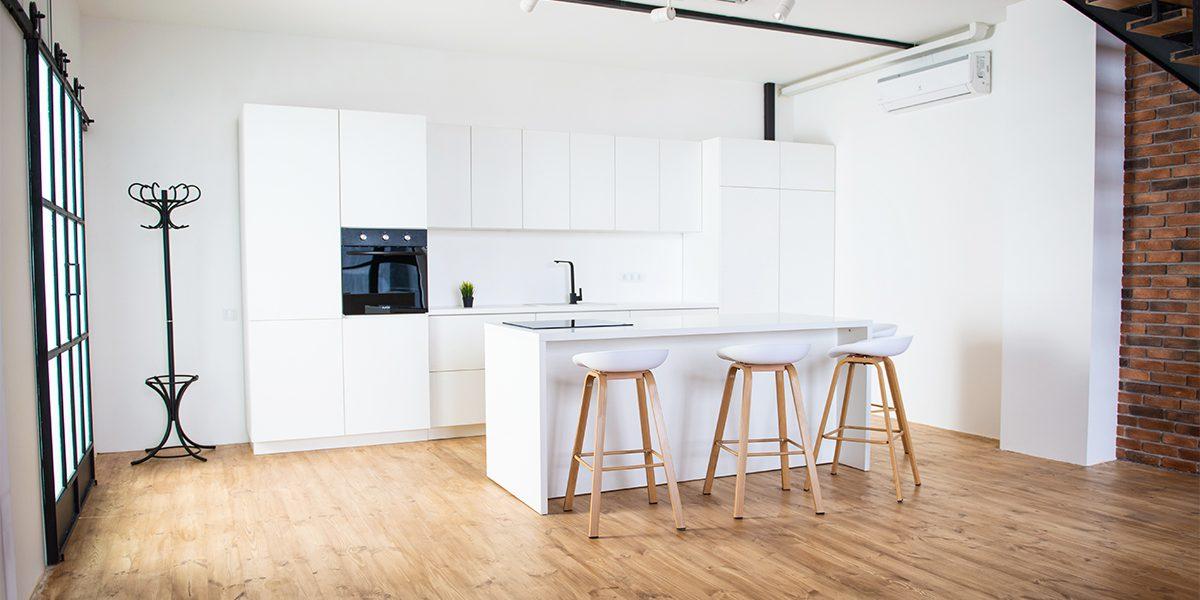 Белая функциональная кухня